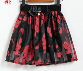 Red Floral Pleated M..