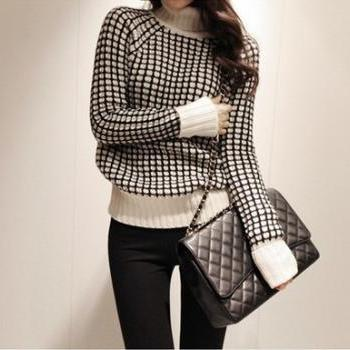 Sweet Women Black and White Grid Top Neck Shirt Sweater