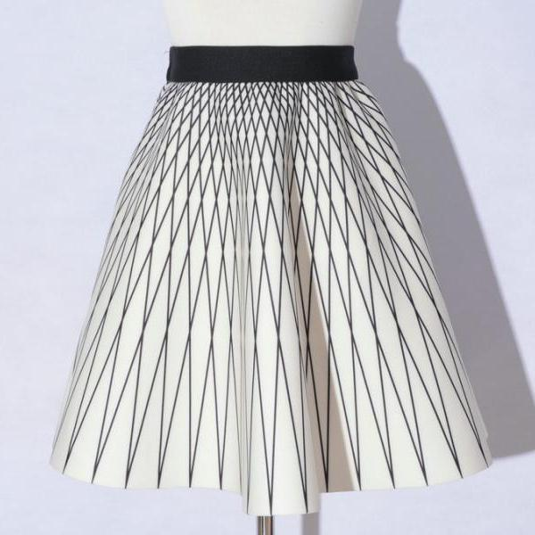Elegant Printing White Color Diamond Pattern A-Line Skirts